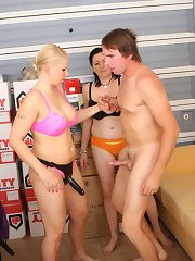 Newly promoted female blessing their added know-how to achieve revulsion on career pervert