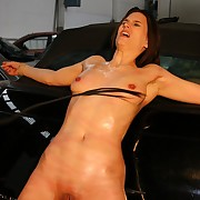 Oiled pussy und tits under furious whip trashing in an amazing frontwhipping workshop