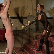 Latex lady whipping and pinching her sub previous to fuck