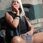 Alaysha likes to play with her soaked snatch as she smokes