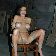 Slavegirl got tied on the floor and chear