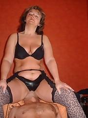 Chick in nylon sat on slave