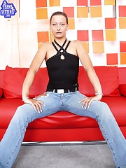 Chik in jeans facesitter