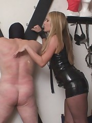 Latex Mistress likes to whip her slave periodically