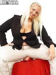 Fat chick and her slave hidden under her bootie