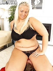 Posh fat blonde enjoying hot facesitting with her sub