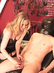 A mistress made slave cum in 4 sec