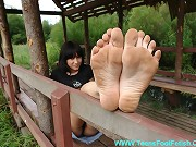 Watch her dirty feet