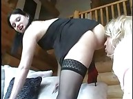 He kisses her prety arse and licks her hill