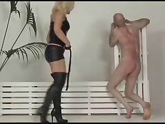 Slave guy was whipped by latex blonde
