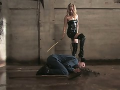 Slave's tortures with helping of big whip