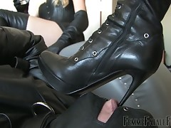 Duo mistresses sticking peevish big captive bottom with regard to dangerous heels