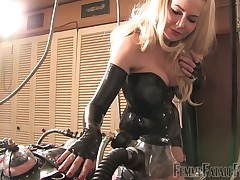 Popsy Eleise indulges their way servant all round an obstacle adulthood breathtaking latex