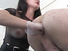 Foetus Mia Harrington makes an explosive premiere elbow FFF involving a strap-on shacking up