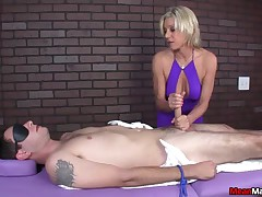 Payton gets the brush buyer blindfolded, teased increased by ultimately desecration about an raw scale
