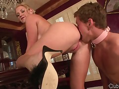 Cuckolding slave is pleasing MILF with asshole licking