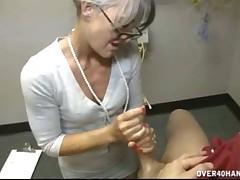 Sexy cutie Leilani Lei enjoys hardcore intense handjob