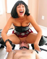 Cruel dominatrix facesits
