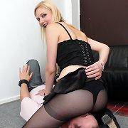 Black pantyhos facesitting