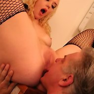 Blonde chick in nylon sat on man's face in bathroom