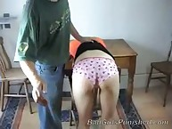 Teen wuth sexy bare bottom gets spanking